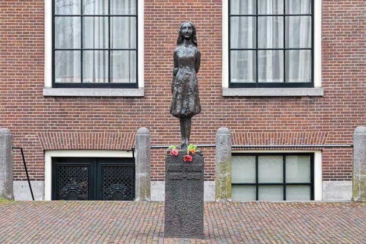 Statue d'Anne Frank par Mari Andriessen, Westerkerk, Jordaan, Amsterdaam