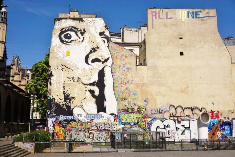 Oeuvre de street art représentant Dali, Beaubourg, Paris