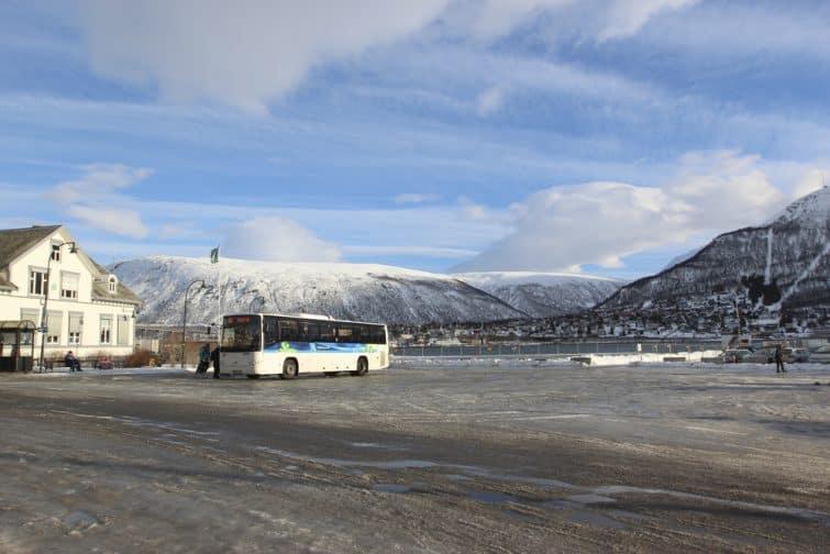 Prendre le bus pour un transfert entre l'aéroport de Tromsø et le centre