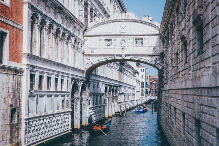 Pont des soupirs en gondole, Venise