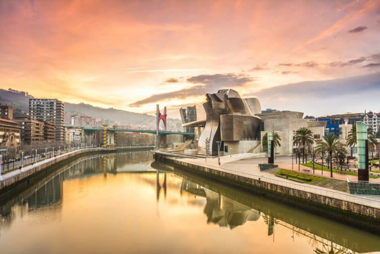 Vue sur le musée Guggenheim au coucher du soleil, Bilbao
