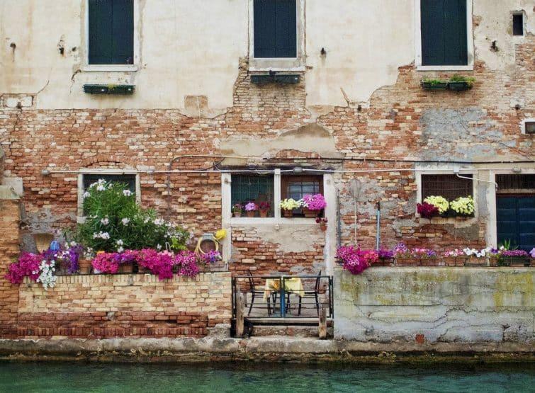 Maison typique au bord du canal à Venise