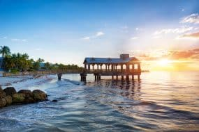 Jetée à la plage au lever du soleil à Key West, Floride États-Unis