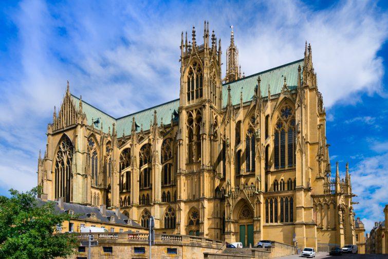 La cathédrale Saint-Étienne de Metz (France). C'est la cathédrale historique du diocèse catholique romain de Metz et le siège de l'évêque de Metz.