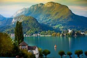 Lac d'Annecy avec voilier