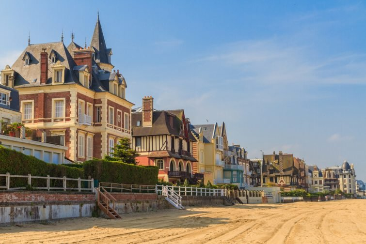 Promenade de la plage de Trouville sur Mer, Normandie, France