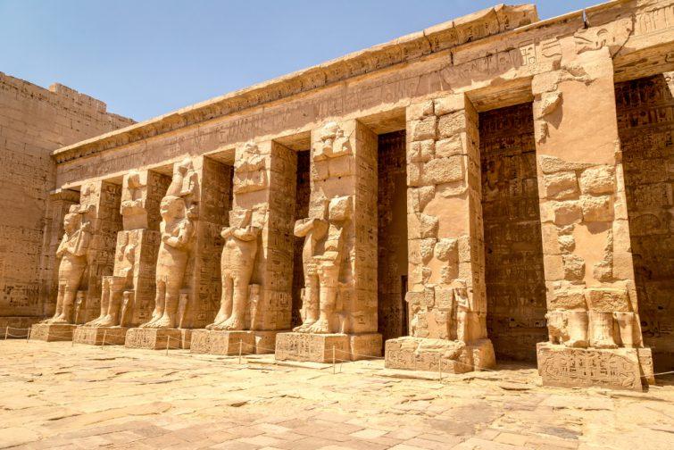 Ruines antiques du temple de Karnak à Louxor, Egypte, Afrique