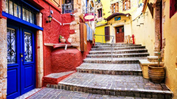 Série des couleurs de la Grèce - rues animées de la vieille ville de Chania, île de Crète