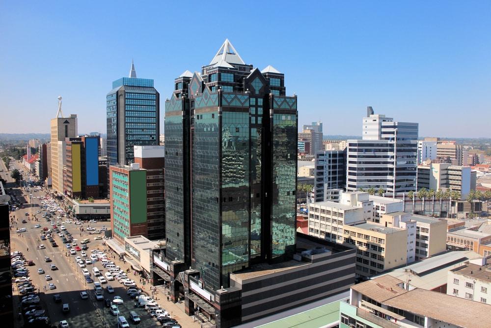Vue aérienne sur la rue principale de Harare au Zimbabwe