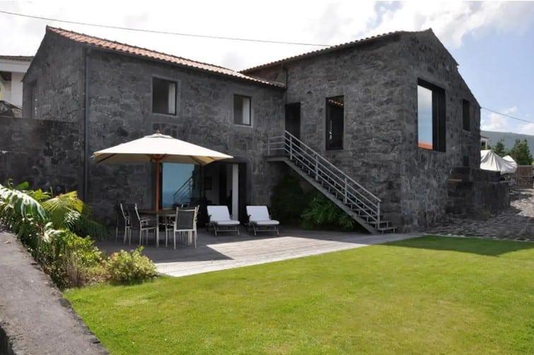 Belle maison en pierre sur l'île de Pico