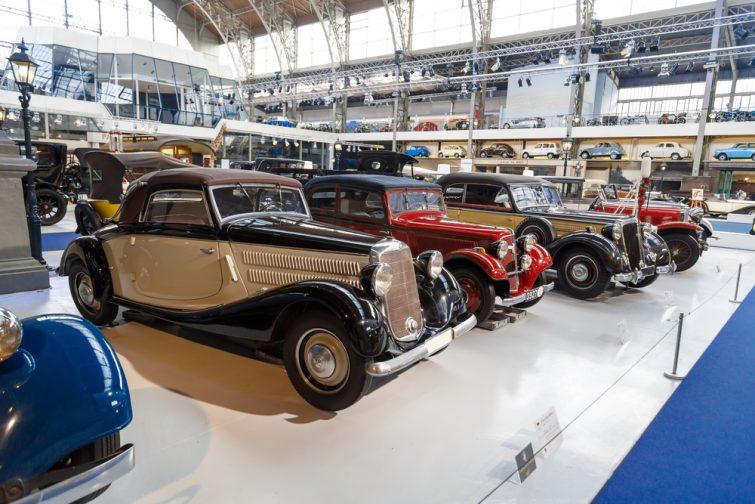 Visiter Autoworld et découvrir des véhicules d'exception