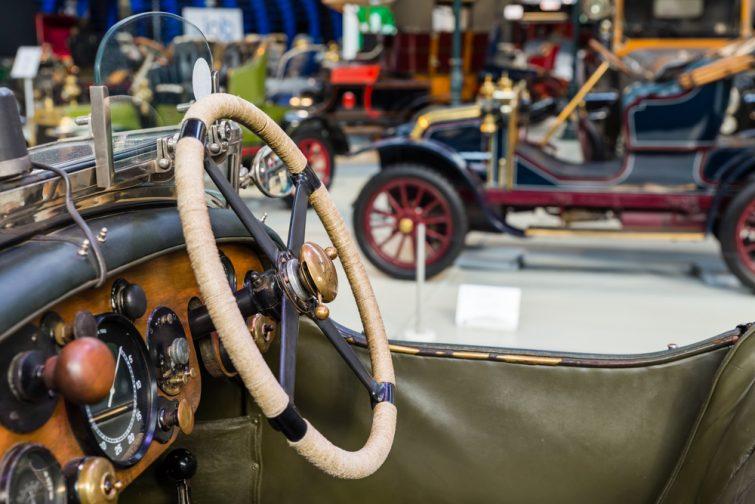 Analyser les anciens baquets, voilà ce que vous pouvez faire à Autoworld Bruxelles
