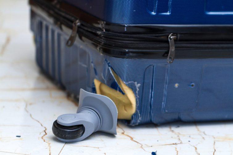 Roue de bagage cassée