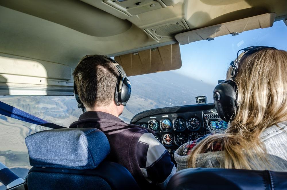 Idée de cadeau voyage : un stage de pilotage d'avion