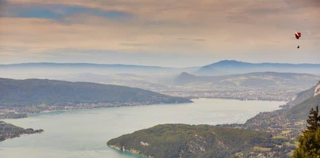 5 endroits où faire du saut en parachute autour d'Annecy