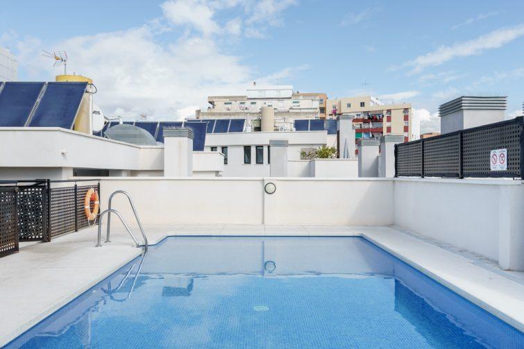 Appartement avec piscine sur le toit
