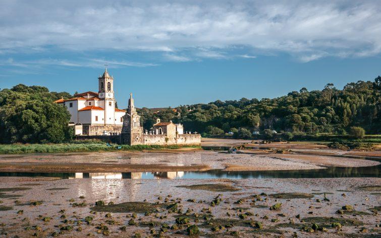 Cimetière et église, Niembro, Asturies, Espagne