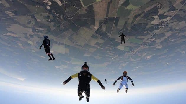 Où faire du saut en parachute autour d'Arcachon ?