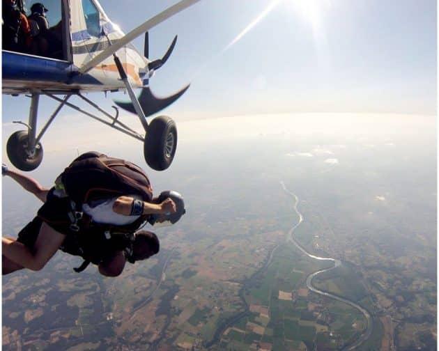 Où faire du saut en parachute autour de Bordeaux ?