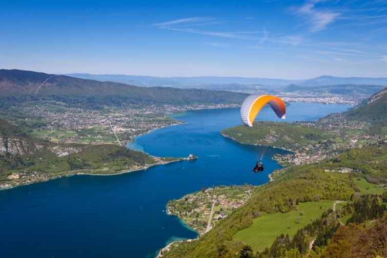 Faire du parapente dans les Alpes : au lac d'Annecy