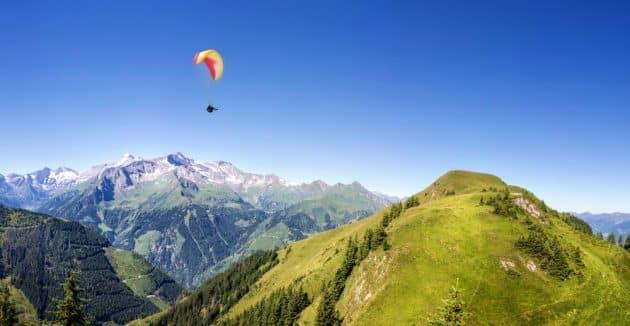 Faites un vol en parapente dans les Alpes