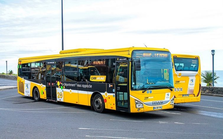 Effectuer le transfert entre l'aéroport de la Réunion et le reste de l'île, en bus