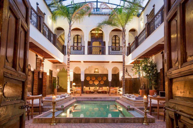 Patio marocain avec piscine