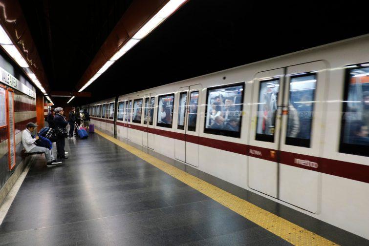 Le métro, l'un des transports disponibles à Rome