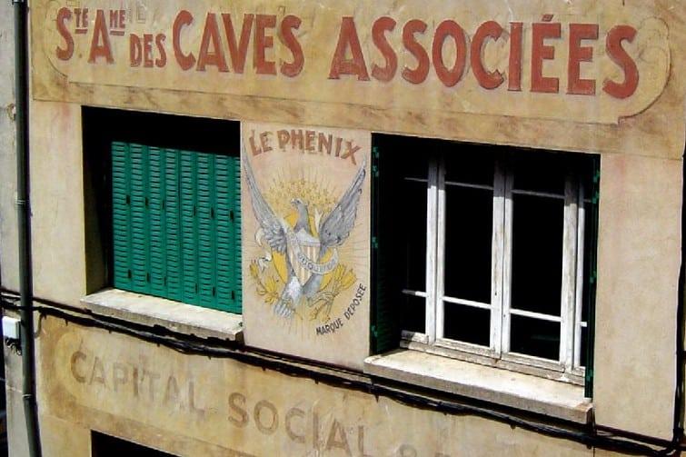 Façade publicitaire pour le Roquefort Le Phénix