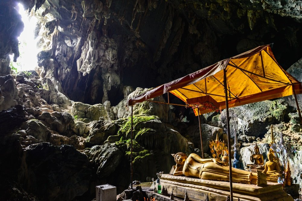 visiter vang vieng grotte