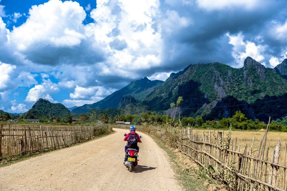 visiter vang vieng scooter
