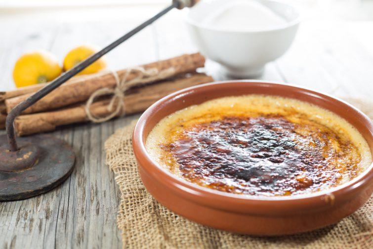 La crème Brulée est un dessert typique de la Catalogne spécialités d'Occitanie