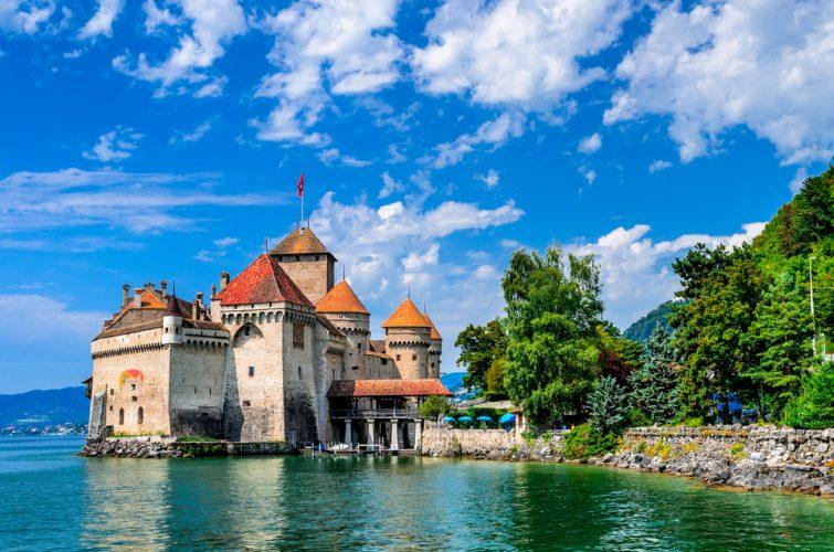 MONTREUX, SUISSE - 18 AOÛT 2011 - Le château de Chillon, l'un des plus visités de Suisse, attire plus de 300 000 visiteurs chaque année.