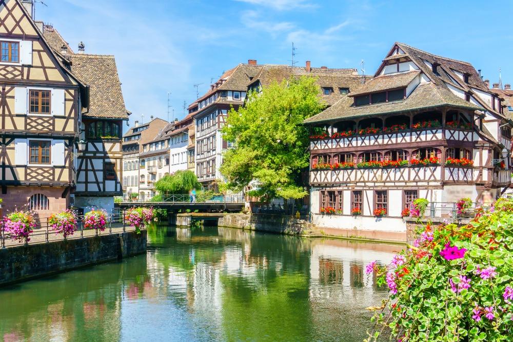 Maisons traditionnelles colorées à La Petite France, Strasbourg, Alsace, France