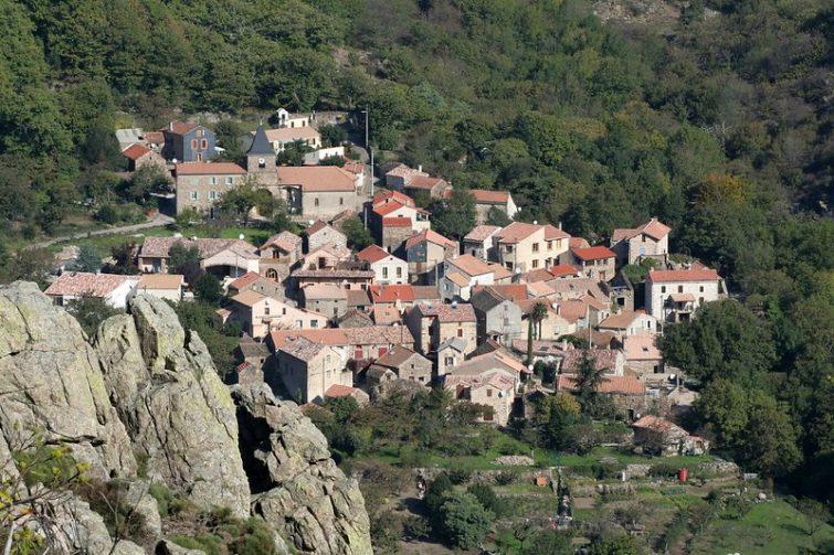 Vue sur le village de Mauroul