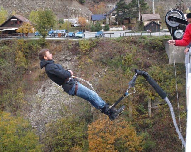 Les 5 meilleurs spots où faire du saut à l'élastique dans les Alpes