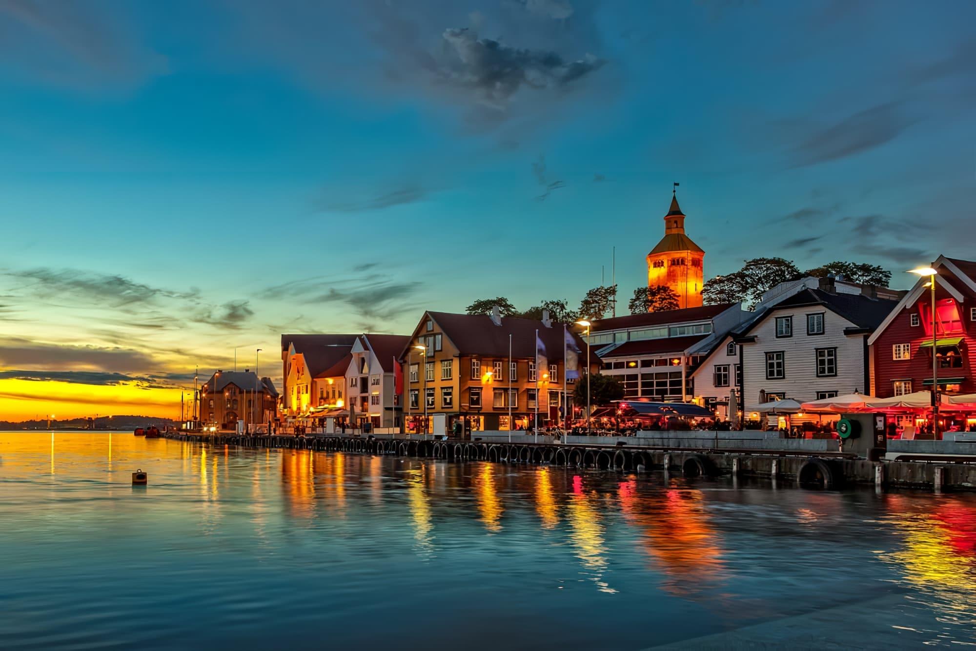 Stavanger la nuit - Ville charmante en Norvège.