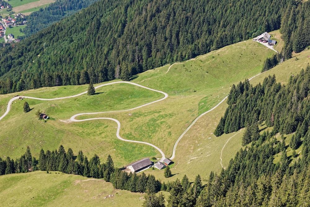 Vue des pâturages verts de Drei Schwestern (Les Trois Soeurs) - Raetikon, frontière du Liechtenstein et de l'Autriche