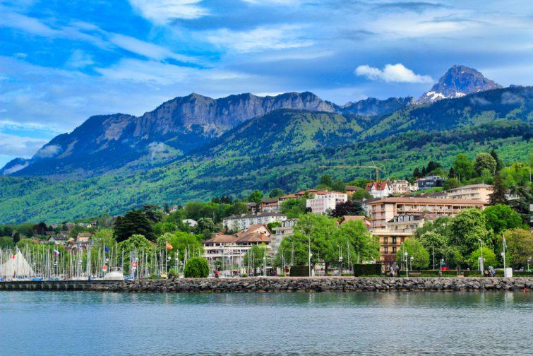 Vue sur le lac d'Évian. Évian-les-Bains, France