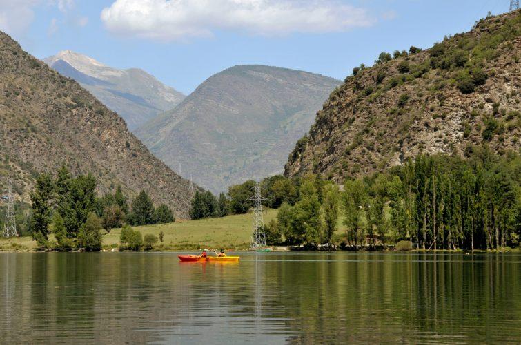 Canoës-Kayak sur un lac dans la réserve naturelle du Néouvielle