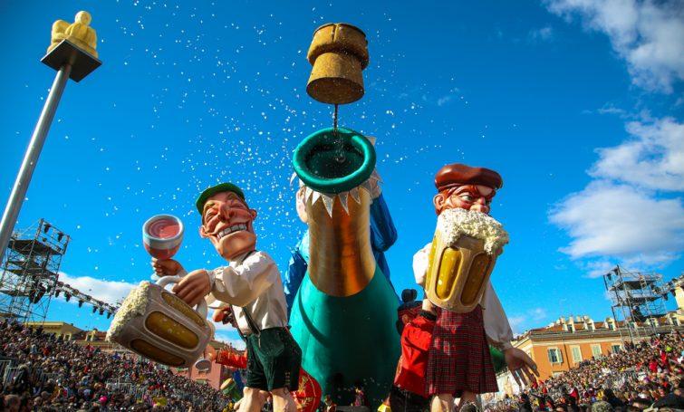 Défilé de chars lors du carnaval de Nice.