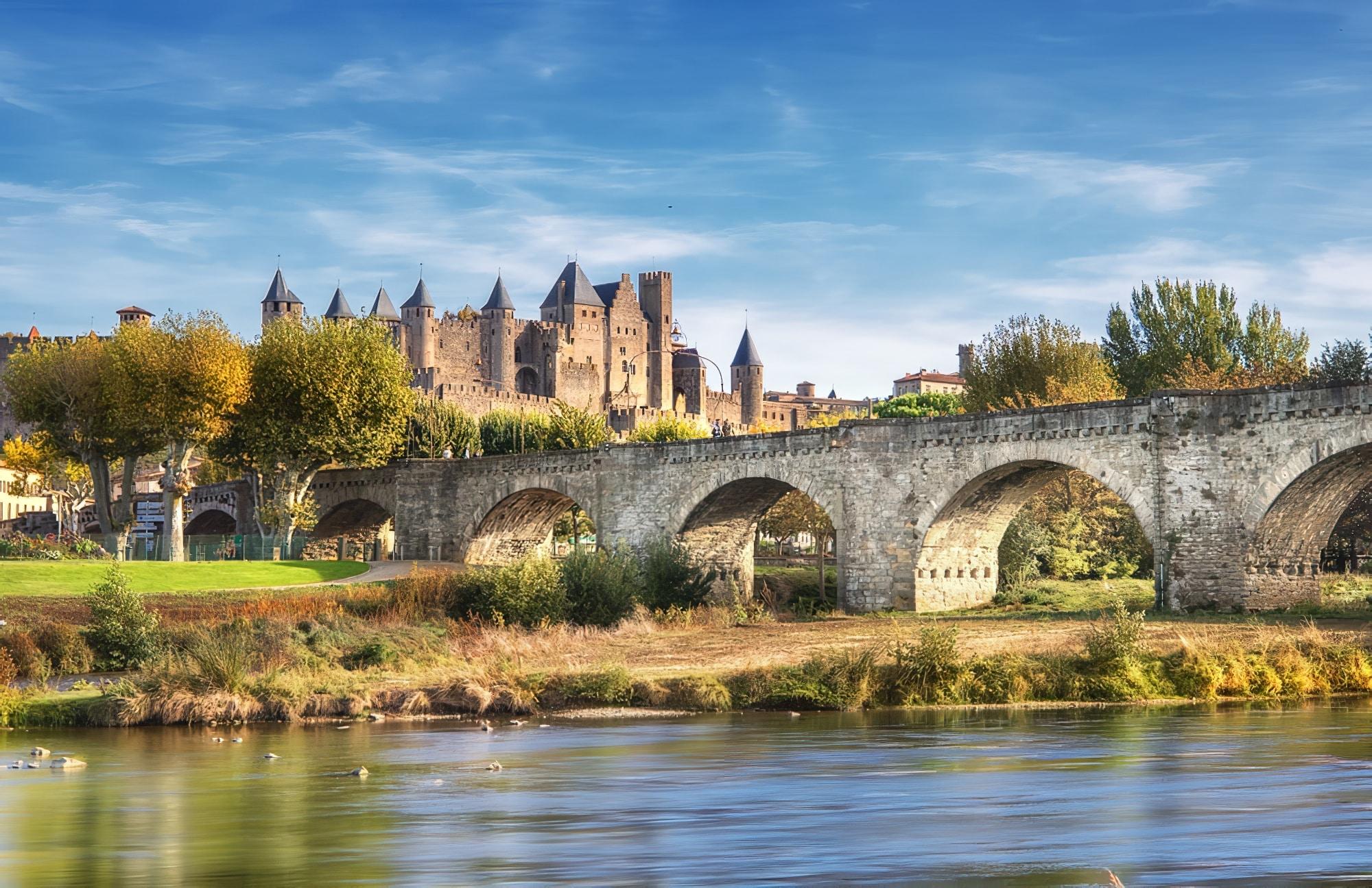 L'Aude avec vue sur la cité de Carcassonne - week-end autour Toulouse