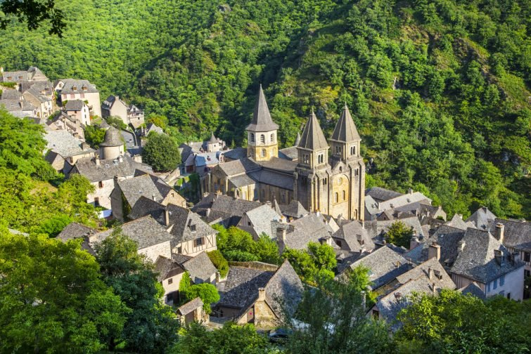 Village médiéval de Conques et abbaye Saint-Foy, France