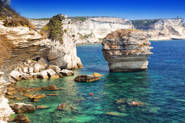 Activités outdoor à faire en Corse : Canoë dans la baie de Bonifacio