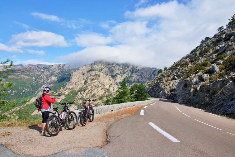 Cycliste sur le col de Bavella, Corse