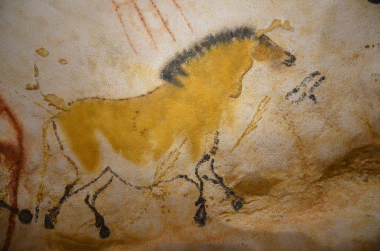 dessin préhistorique de grotte de lascaux représentation d'un cheval