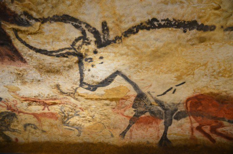 grotte de dessin préhistorique de lascaux représentation d'un taureau