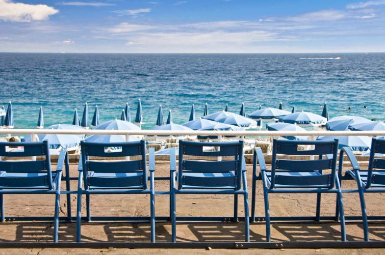 La Promenade des Anglais et ses mythiques chaises bleues, Nice