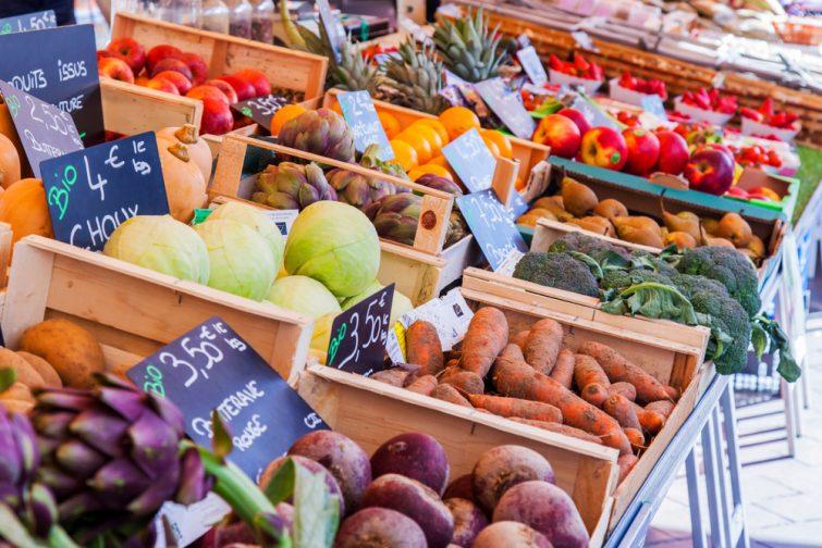 Des fruits et légumes sur le marché du Cours Saleya, Nice.