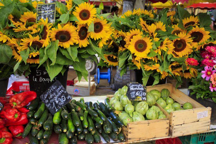Marché typiquement provençal, visiter le Pays d'Aix